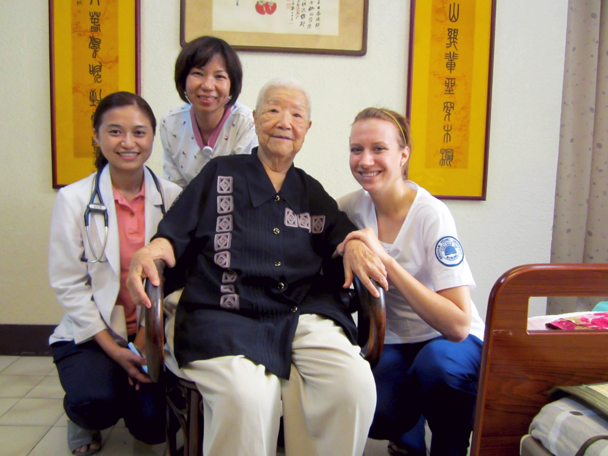 Student nurse with patient and nurses in Taiwan
